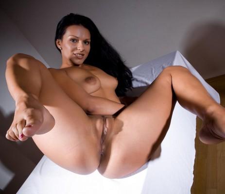 latina-calientes-desnuda
