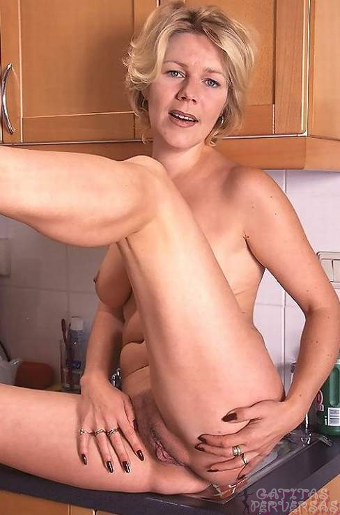 mature nude in casa