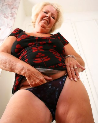 Abuela gorda y caliente - 3 part 8