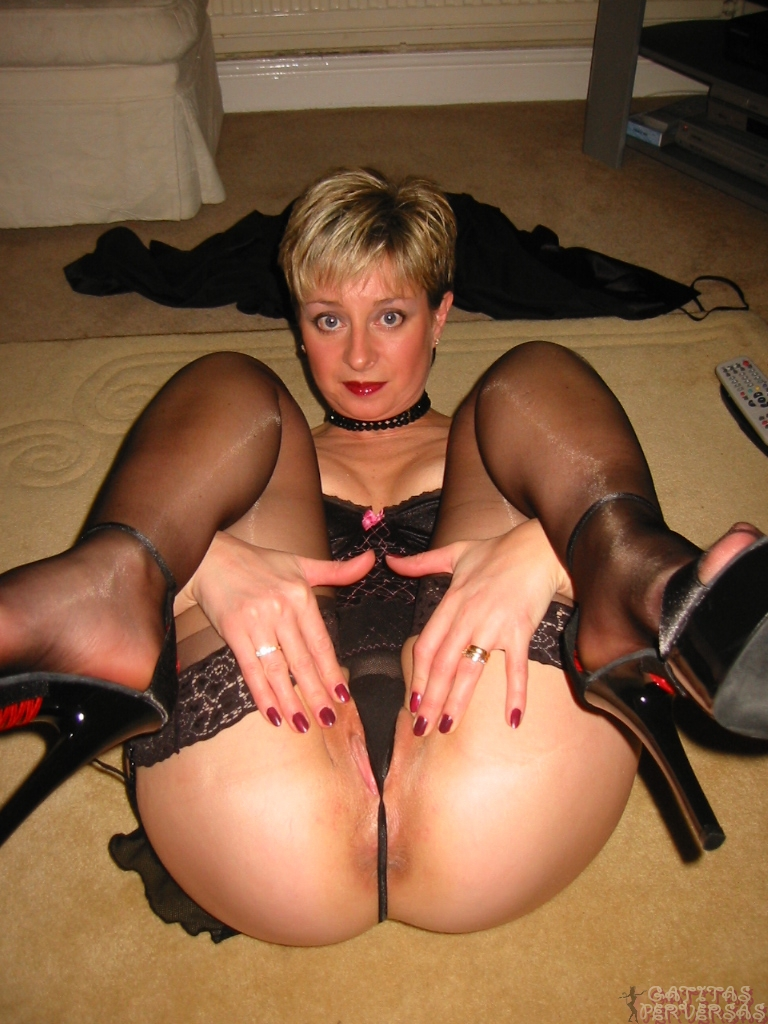 Valuable G string nude milf