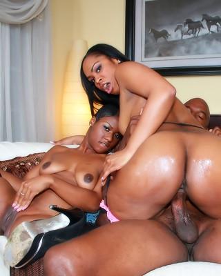 chicas negras desnudas follando viejos
