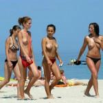 Tias Haciendo Topless en la Playa
