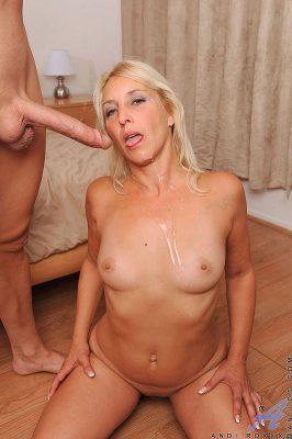 hellish-hot-mature-woman-seduces-man-on-milf-sex-pics-12