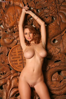 258413_14333-14333-amazing-large-natural-tits-on-this-curvaceous-beauty
