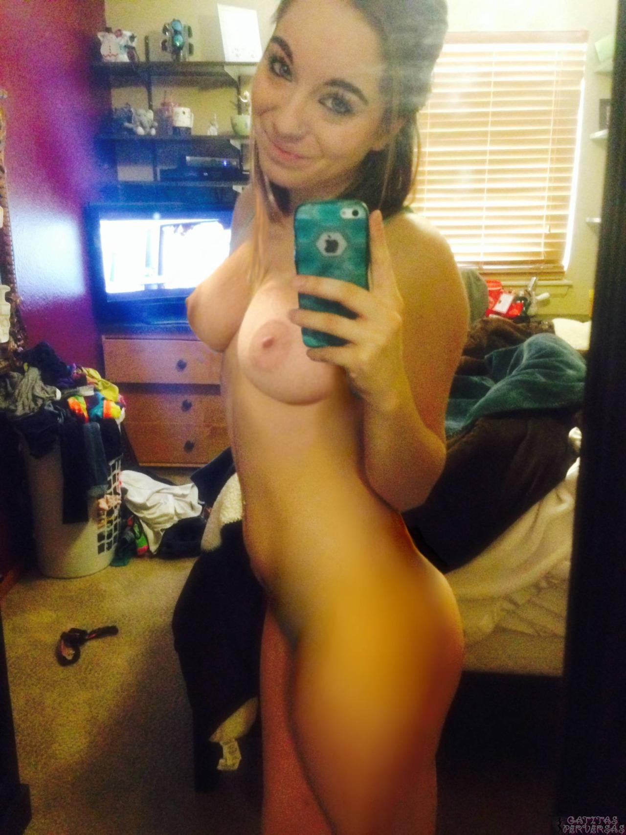 petite nude selfie girls