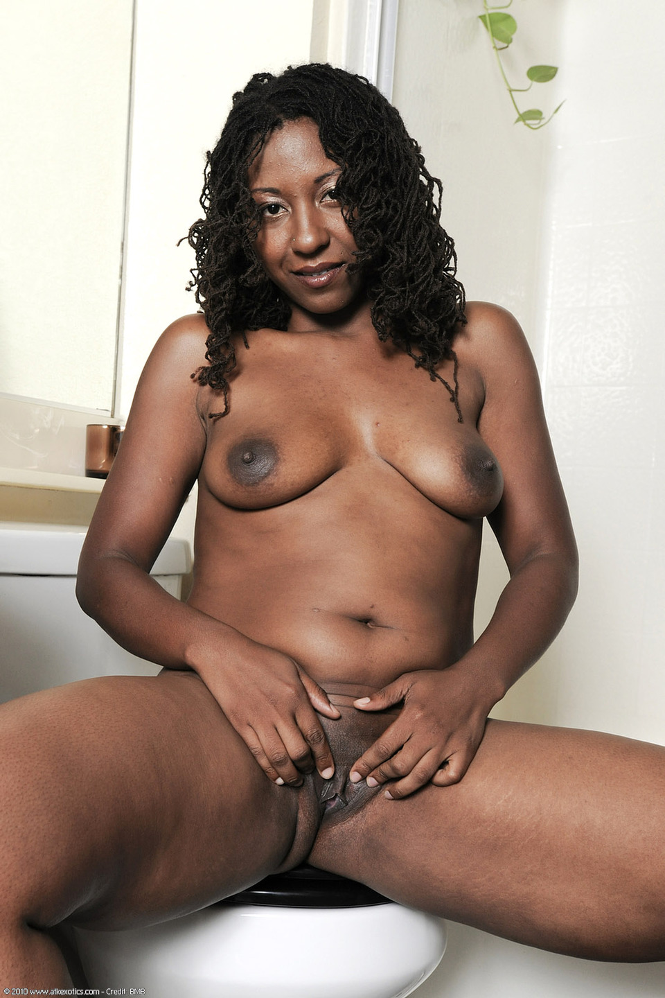nude ebony girls spread