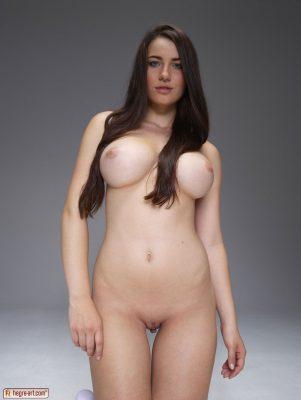 yara-busty-hegre-girl