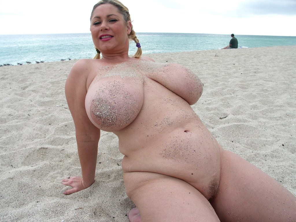 sexy thick nude beach girl